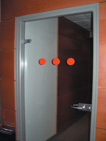 Signalétiques pour portes verre